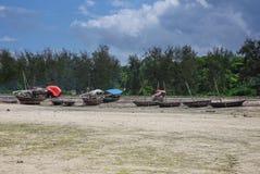 Рыбацкие лодки во время отлива Стоковое Изображение RF