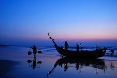 Рыбацкие лодки в утре стоковое фото rf
