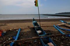Рыбацкие лодки для того чтобы искать рыбы полагаясь на заливе черепахи стоковое фото rf