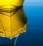 Рыбацкие лодки и отражения стоковая фотография