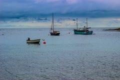 Рыбацкие лодки на штиле на море стоковое фото rf
