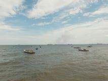 Рыбацкие лодки подпирают от моря стоковые изображения
