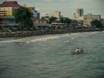 Рыбацкие лодки подпирают от моря стоковые изображения rf