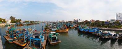 Рыбацкие лодки в Вьетнаме стоковые фотографии rf
