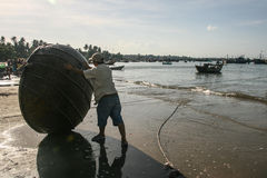 Рыбацкие лодки в море в Вьетнаме стоковые изображения rf