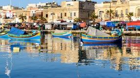Рыбацкие лодки, гавань Marsaxlokk, Мальта стоковое фото rf