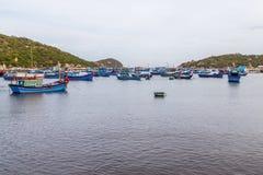Рыбацкие лодки затаенные в заливе Стоковое Фото