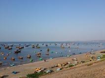 Рыбацкие лодки на деревне рыболова Стоковые Фотографии RF