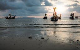 Рыбацкие лодки на море во время захода солнца стоковое фото rf