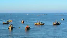 Рыбацкие лодки на море в городке Ne Mui, Вьетнаме Стоковые Изображения