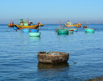 Рыбацкие лодки на море в кулачке Ranh преследуют, Вьетнам Стоковые Фотографии RF