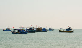 Рыбацкие лодки на море в Хайфоне, Вьетнаме Стоковая Фотография