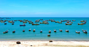 Рыбацкие лодки на море в Phan Thiet, Вьетнаме Стоковые Изображения RF