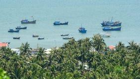 Рыбацкие лодки на море Binh Dinh в Вьетнаме Стоковые Фото