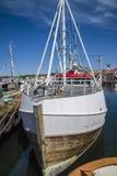 Рыбацкие лодки на пристани стоковая фотография rf