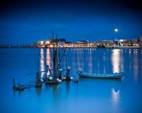 Рыбацкие лодки на спокойных водах стоковое фото rf