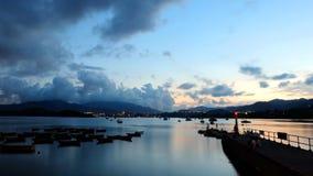 Рыбацкие лодки, пристань на заходе солнца Стоковая Фотография
