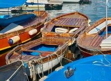 Рыбацкие лодки причаленные в гавани Borgo Marinari Италия naples Стоковая Фотография