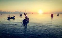 Рыбацкие лодки плавая на море стоковое фото rf