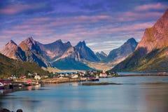 Рыбацкий поселок Reine lofoten Норвегия Стоковые Изображения RF