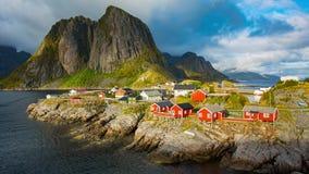Рыбацкий поселок Reine в островах Lofoten, Норвегии видеоматериал