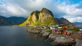 Рыбацкий поселок Reine в островах Lofoten, Норвегии сток-видео
