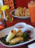 рыба свертывает vegetarian tacos весны стоковая фотография rf