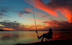 Рыбная ловля захода солнца Стоковые Фото