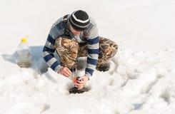 Рыбная ловля зимы на реке Стоковое Фото