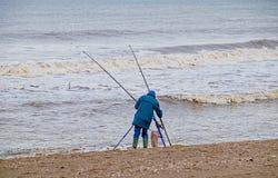 Рыбная ловля пляжа в зиме Стоковые Изображения