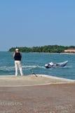 Рыбная ловля человека в Венеции Стоковое Фото