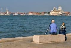 Рыбная ловля человека в Венеции Стоковое Изображение