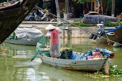 Рыбная ловля человека в реке стоковые изображения rf
