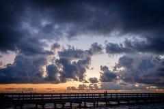 Рыбная ловля Peir в часе сини утра Стоковая Фотография RF