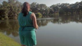 Рыбная ловля женщины акции видеоматериалы
