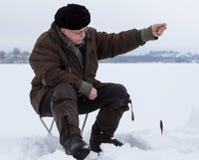 Рыбная ловля зимы Стоковая Фотография