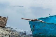 Рыбная ловля на озере, Creel шлюпки стоковая фотография