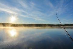 Рыбная ловля озера в утре осени Стоковая Фотография RF