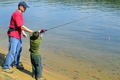 Рыбная ловля отца и сына стоковая фотография