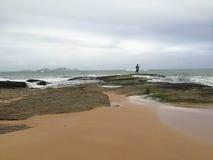 Рыбная ловля, пляж Cavaleiros, Macae, RJ Бразилия Стоковые Фотографии RF