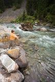 Рыбная ловля ребенка в реке Стоковое Изображение RF