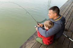 Рыбная ловля семьи стоковые фото