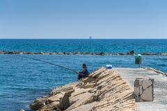 Рыбная ловля человека, Лимасол, Кипр Стоковая Фотография