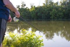 Рыбная ловля человека на реке стоковое фото rf
