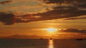 Рыбная ловля Gillnetters на заходе солнца видеоматериал