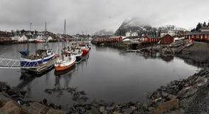 Рыбный порт Sorvagen в Lofoten, Норвегии стоковое изображение rf