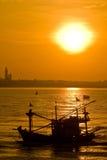 рыбозавод шлюпки над гаван морем Таиландом стоковое изображение rf