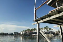 рыболовство Борнео расквартировывает село ходулочника Стоковая Фотография