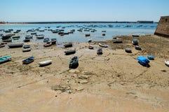 рыболовство дезертированное шлюпками Стоковая Фотография