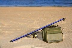 рыболовство коробки пляжа над песком штанги surfcasting Стоковые Фотографии RF